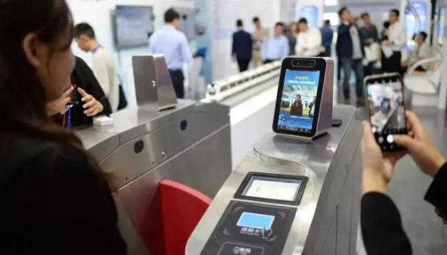"""郑州能""""刷脸""""坐地铁了 年底前所有站点实现刷脸支付"""